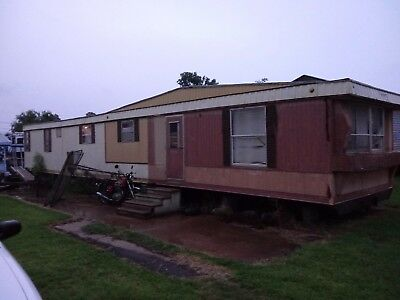 mobile home for sale 3 bed, 1and 1/2 bath. A VERY GOOD INVESTMENT