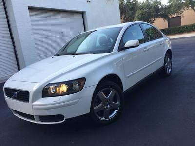 2005 Volvo S40 T5 AWD 2005 Volvo S40 T5 AWD Leather Sunroof Heated Seats Garage Kept Well Maintained