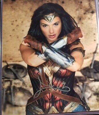 "Gal Gadot ""Wonder Woman"" Hand Signed 8x10 Photo W/ COA Justice League"