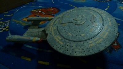 Star Trek USS Enterprise 1701-D (1/1400 AMT 1988)