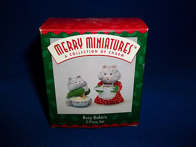 1996 Hallmark Busy Bakers Figurines Merry Miniature Kitties Cats Cook Christmas