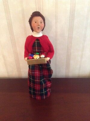 2006 Byers Choice Caroler Woman Holding Box Of Christmas Ornaments