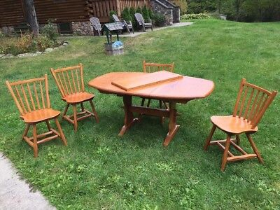 PICK UP ONEONTA NY HUNT COUNTRY FURNITURE DINNG or KITCHEN TABLE -NO CHAIRS