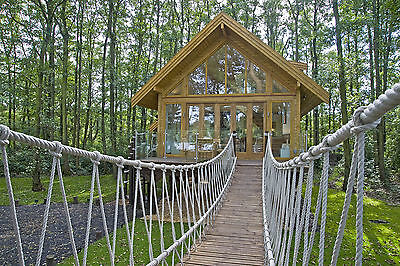 ROMANTIC BREAK LAKESIDE FAB TREE HOUSE LODGE LOG CABIN HOLIDAY no hot tub yurt