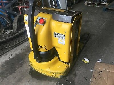 Yale 24V Electric Walk Behind Pallet Truck Mp20L