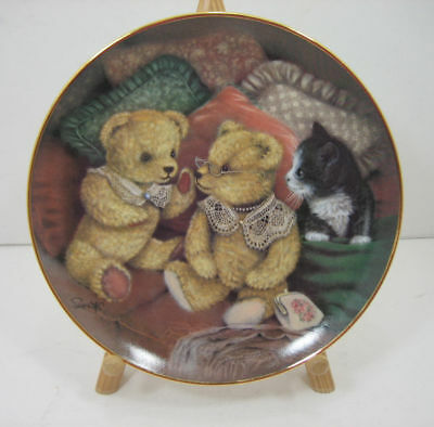 """Franklin Mint """"Bear facts"""" Bear Decorative Plate by Sue Willis Limited Edition"""
