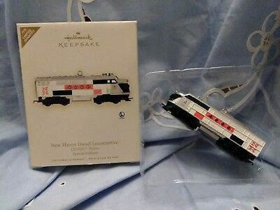 NIB Hallmark Lionel New Haven Diesel Locomotive Train Ornament