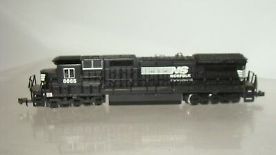 N Scale Spectrum Diesel Nofolk & Southern Dash 8-40C #8665 no case runs!