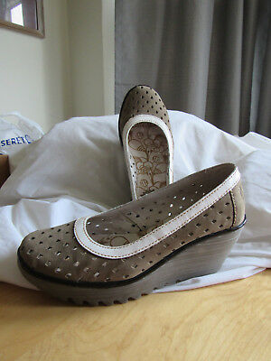 Fly London Yobe Slip On Leather Wedge Heels Shoes Perforated Tan & White Sz 38