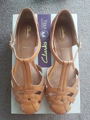 2a770ce63914 New Clarks womens sandals Henderson Luck size 6.5 40 E width tan leather