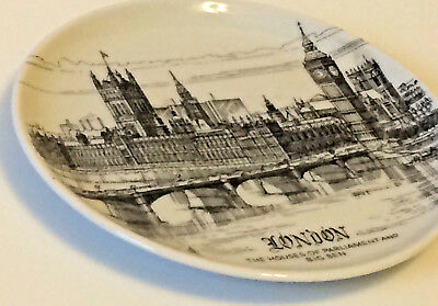 London Small Souvenir Collectible Plate The Houses of Parliament and Big Ben