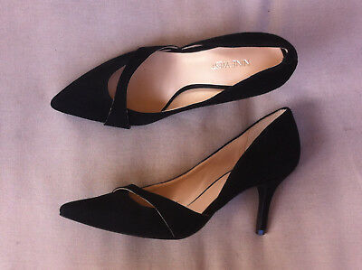 Nine West Black Suede Leather Pointy Toe Heels Size: 7.5 Bn