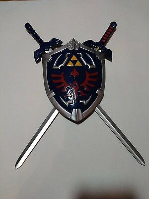 Legend Of Zelda Hylian Shield And Link Swords Collectible Wall Display