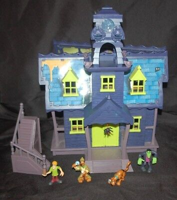 Scooby Doo Mystery Mansion Haunted House & 4 Figures