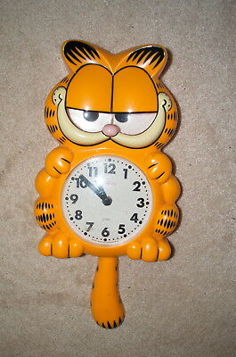 Vintage Garfield Animated Wall Clock with moving eyes and swinging tail