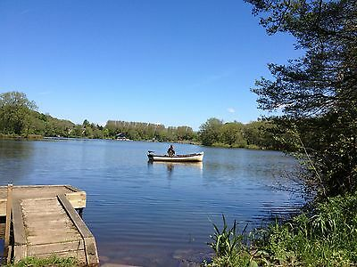 Holiday bargain waterside lodge with boat MINI BREAK accommodation 1st choice