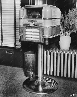 "Wurlitzer Jukebox Counter Top Model 61 On Stand  8"" - 10"" B&W Photo Reprint"