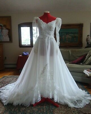 Vintage Lace Detail Wedding Gown