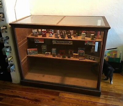 Beautiful Antique Display Case, Perfect for Showcasing Collectibles