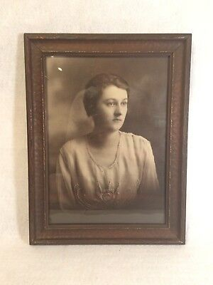 Antique VINTAGE Wood Wooden Picture Frame w Photo - Black & White