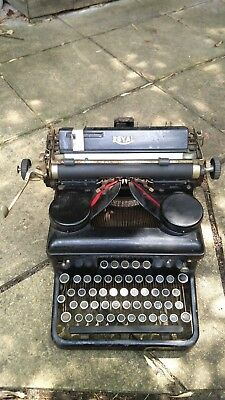 Royal Typewriter - Made in United States. Fantastic project