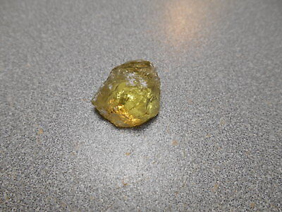 Heliodor Beryl facet rough. 19.1 ct. lemon yellow color. Clean.   Brazil.