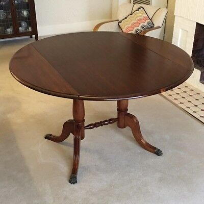 Dining Table - excellent condition