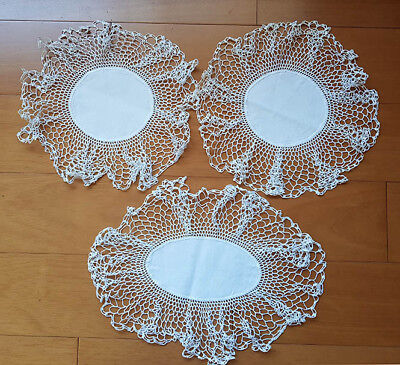 Doilies, white linen with wide lace edging, vintage