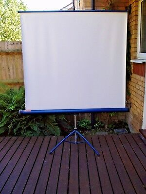 Barclay tripod projection screen (Collection Only)