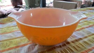 Vintage Pyrex Daisy Orange mixing bowl holds 1200mls