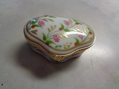 Limoges France Decoree La Main Paris Style Floral Pill Or Trinket Box