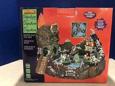 """2013 Lemax Spooky Town Signature Collection """"Skull River"""" RETIRED Halloween RARE"""