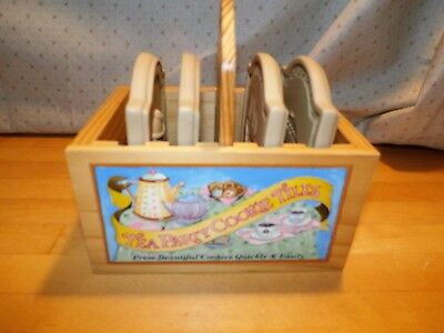 Hill Design 1999 TEA PARTY 4 COOKIE TILES in Wood Carrier