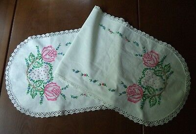 Pretty Vintage Hand Embroidered Table Runner Roses Hearts French Knots Valentine