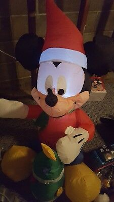 Gemmy Airblown Inflatable Christmas Mickey Mouse With Tree