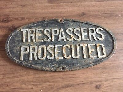 VICTORIAN RAILWAYS V/R TRESPASSERS PROSECUTED CAST IRON SIGN/ PLAQUE. 2ftX1ft