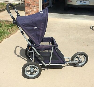 Outward Hound Dog Stroller Jogger Excellent Condition Cup Holder Collapsible