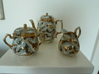 Set of antique japanese porcelain koffee pot, sugar bowl, milkjug cranes flying