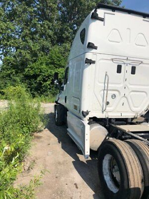 2016 Freightliner Cascadia, low miles, mechanical and body work needed