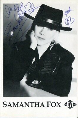 Page 3 girl and Pop star SAMANTHA FOX signed photo