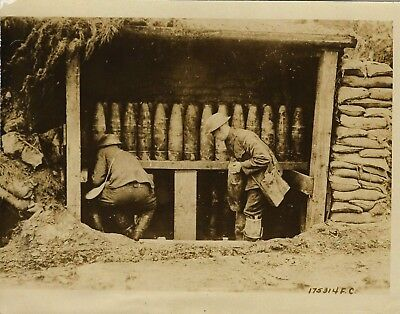 Vintage WW1 Press Photo~Storing Gas Shells~U.S. Troops near Front~France~Weapons