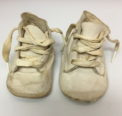Vintage Pair of White Thin Leather Baby Shoes from the 40's, Antique Pre Walkers