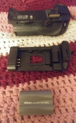 Original Nikon MB-D10 Battery Grip for D700, D300, and D300s Free Shipping