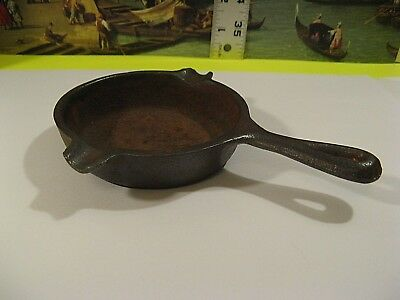 VINTAGE MINIATURE 6in. LODGE CAST IRON SKILLET/GOOD COND/UNIQUE AND COLLECTIBLE.