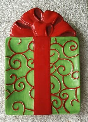 Fitz & Floyd Gourmet Kringle Christmas Snack Plate - Red Swirls on Green