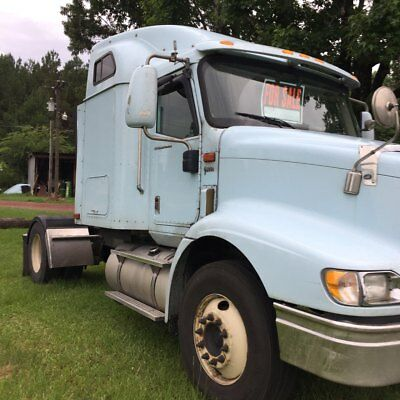 2005 International Harvester 9200i Electric Locks and windows used sleeper semi trucks international