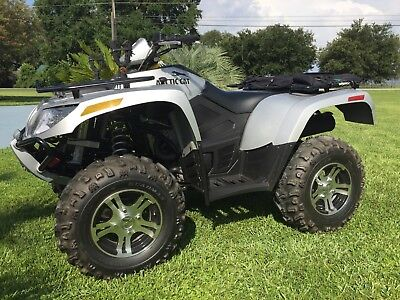 700 SE Arctic Cat Perfect Condition/Low Hrs. Check the extra Photos