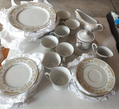 Authentic Coronet Signature Collection Fine China 36 Piece Dinner Plates Bowls