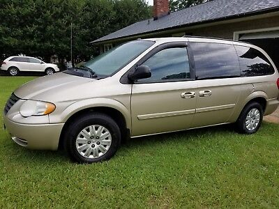 2006 Chrysler Town & Country LX 2006 chrysler town country lx 3.3 with Wheel Chair lift