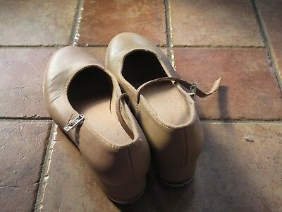 BLOCH tap shoes, tan size 8.5 in very good condition, hardly worn